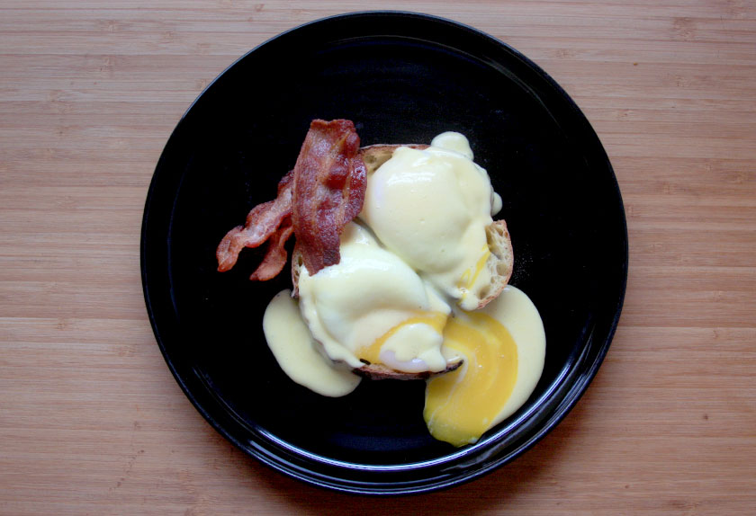 Valentine's Day for him // Breakfast in bed plus the perfect eggs benedict recipe